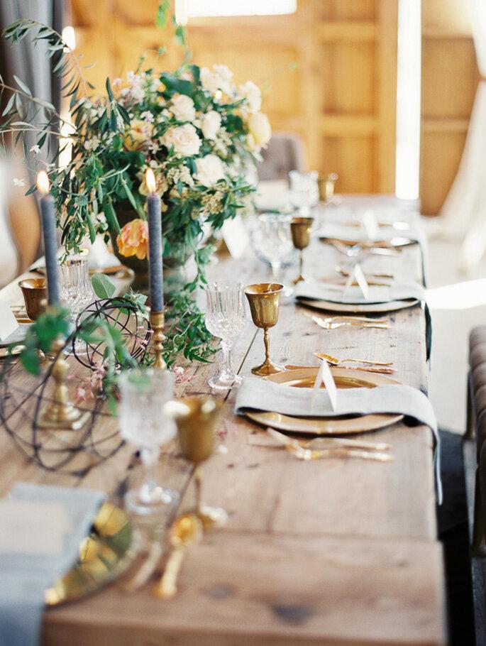 Rustikale Tischdeko für die perfekte Landhochzeit-Foto: Danielle Capito