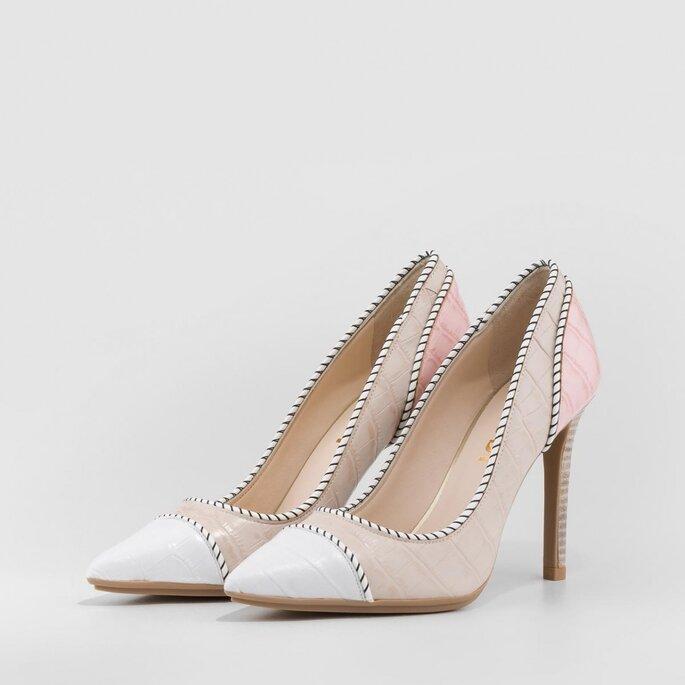 Zapatos de novia bicolor: rosa y blanco con borde decorado
