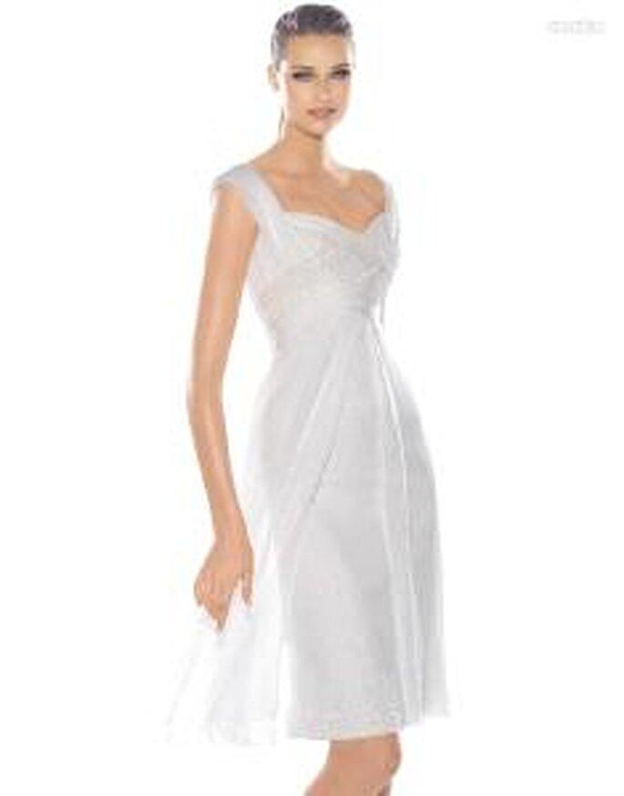 Pronovias Cocktail 2010 - Incroyable- robe courte blanche en soie avec décolleté asymétrique