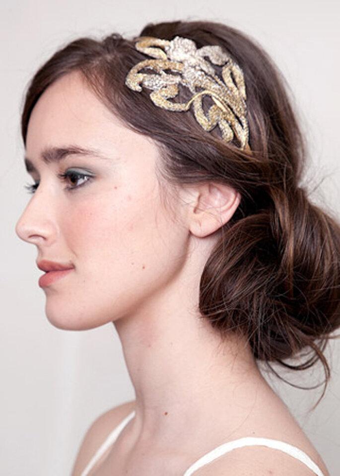 Diadema con tocado en color dorado para novia - Lia Terni