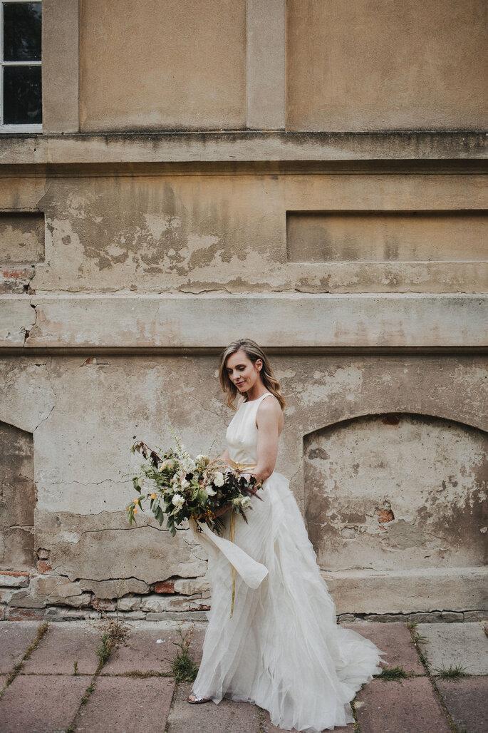 laufende Braut in der Stadt