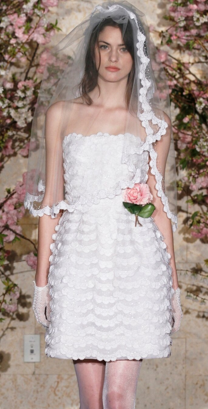 Vestido de novia corto por Oscar de la Renta 2012