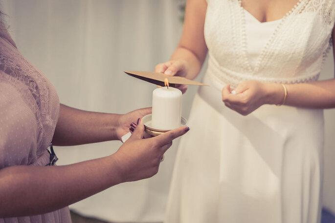 Rituel de cérémonie laïque incluant une bougie