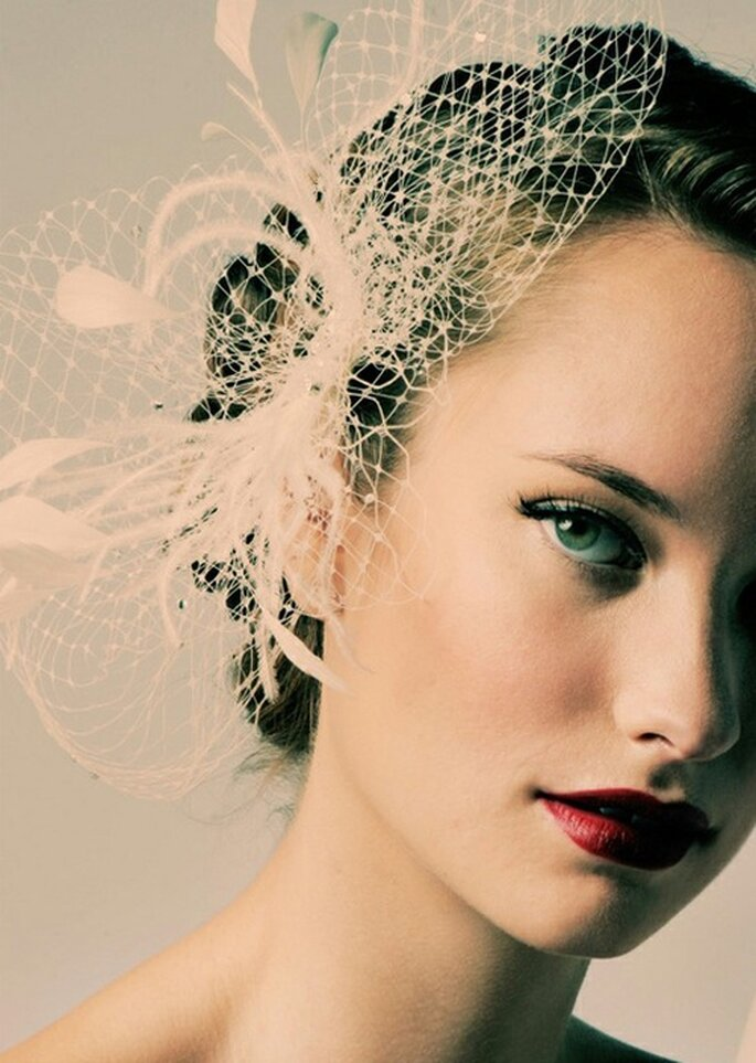 Rossetto scuro sulla sposa, il nuovo trend make up 2013. Foto: BeautyHigh.com