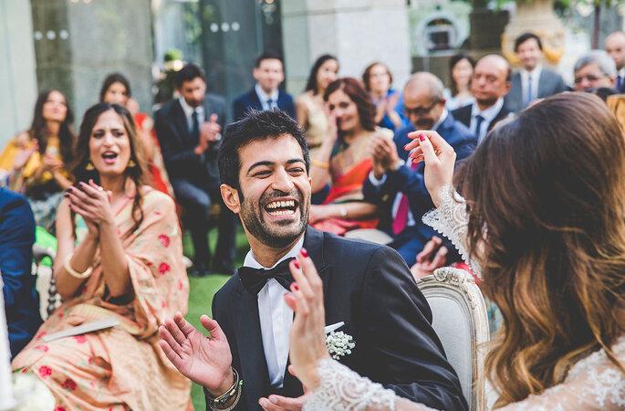 cerimónia de casamento noivos felizes noivo sorridente felicidade noivos