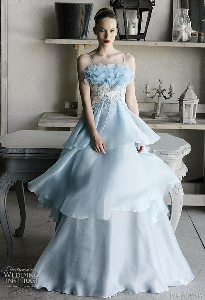 Um vestido de noiva azul da Bellantuono