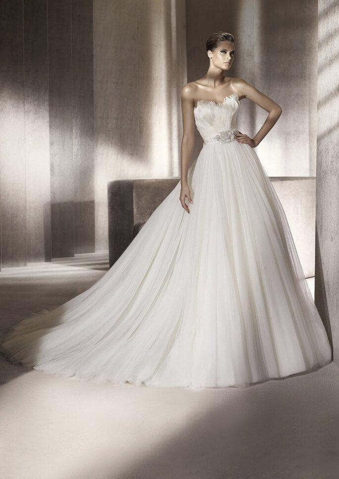 Vestido de novia con corsé. Primor de Pronovias