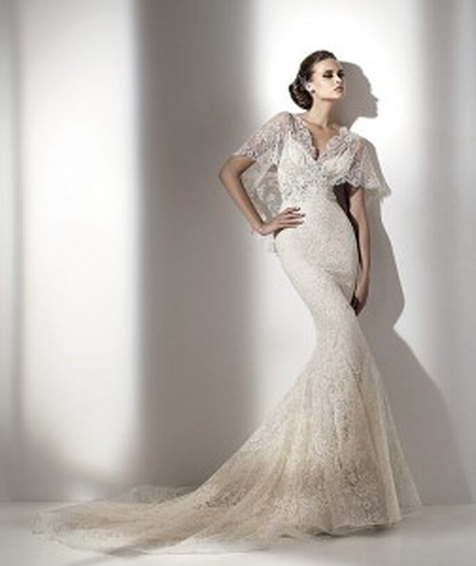 Elie Saab Erato with v-neckline and lace with sleeves