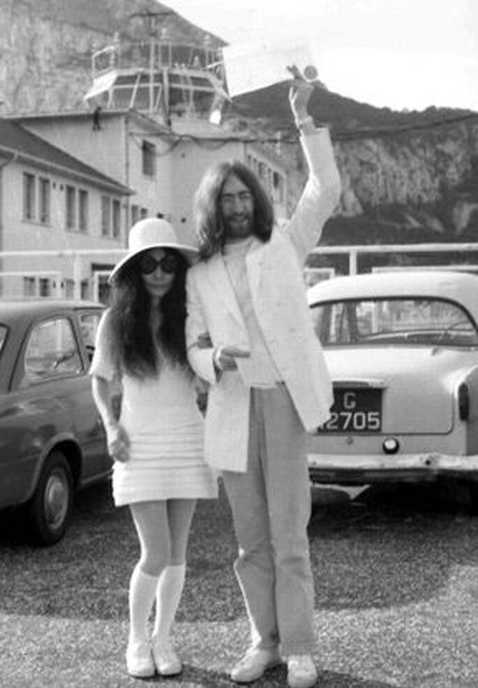 John Lennon y Yoko Ono. Vestido de novia años 60. Foto AP