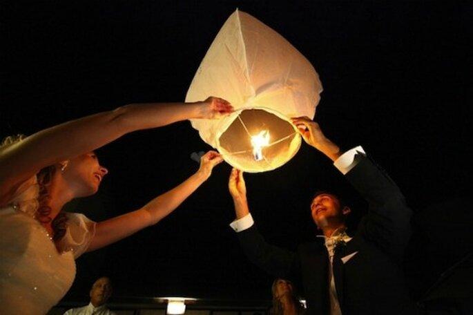 Sempre realizzate in carta sono le lanterne cinesi, da far volare via alla fine del ricevimento. Foto matrimonio.com