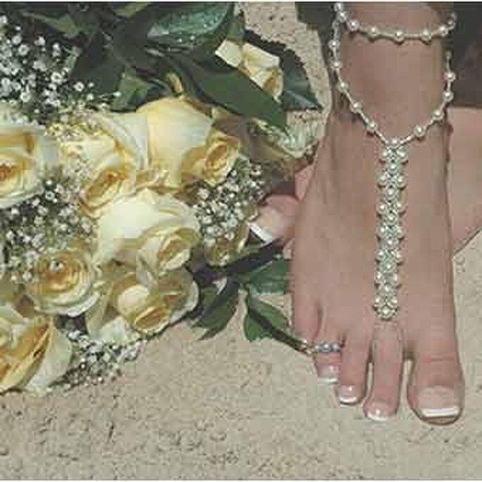 Joya para pie con perlas para lucir en la playa