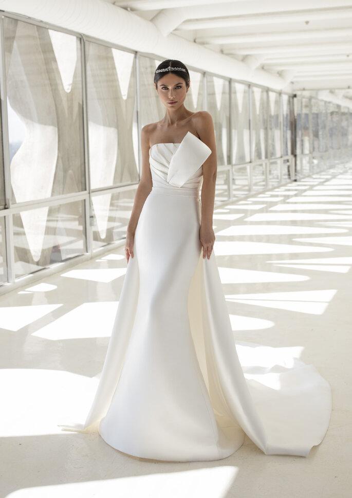 Robe de mariée couture avec un bustier Pronovias