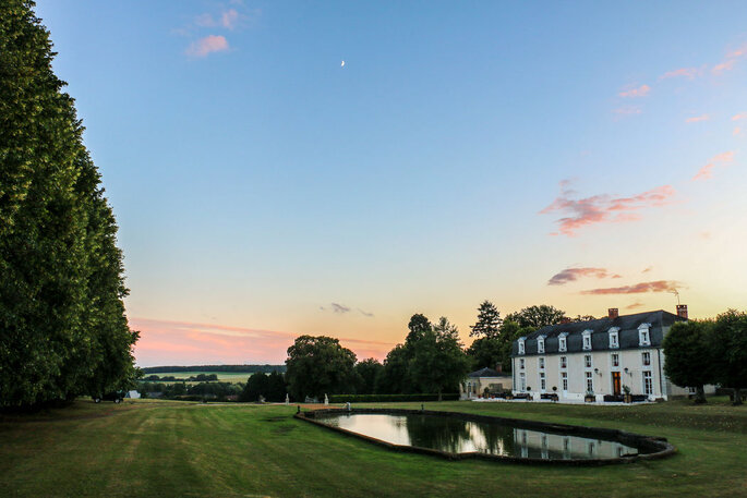 Un coucher du soleil au-dessus du Domaine de Montchevreuil