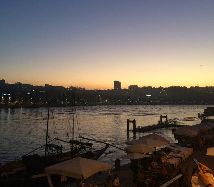 Pôr-do-sol na Ribeira do Douro. Foto: Flávia Motta / Almost Locals