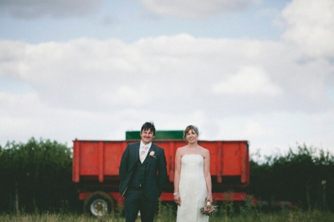 Elige un escenario rústico y natural para tus fotos de boda estilo vintage - Foto Samuel Docker