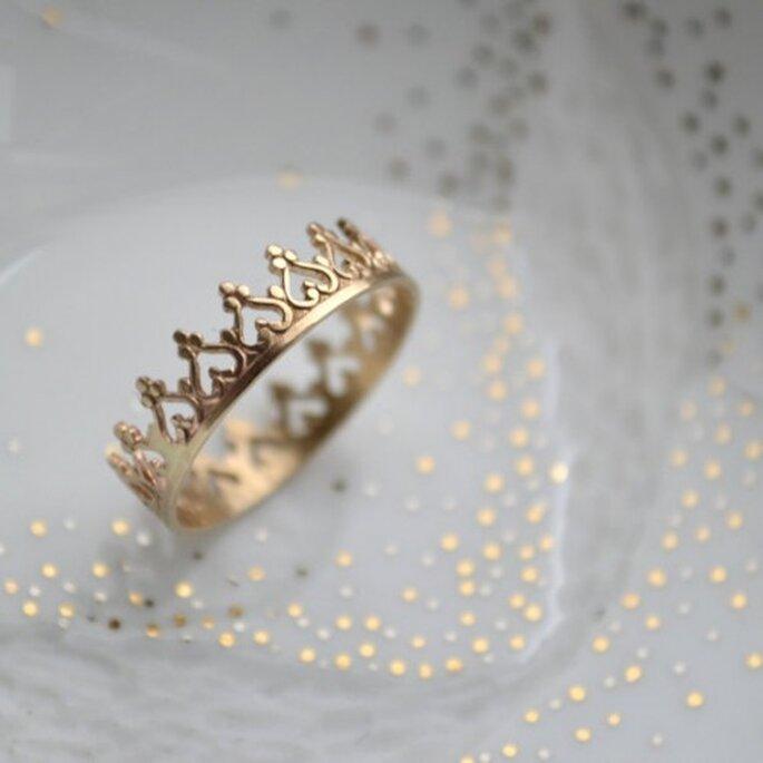 Avec sa large gamme de bagues, Etsy va faire craquer nombre de futures mariées. - Source : lunaticart & http://www.etsy.com/listing/94220560/or-14k-une-couronne-pour-une-reine