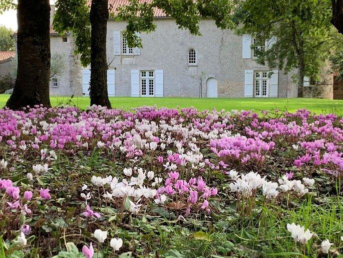 Lieu de réception avec un jardin pour un mariage champêtre