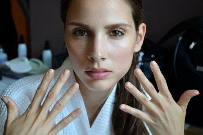 Pintura de uñas en tonos nude para novias - Foto O.P.I Facebook