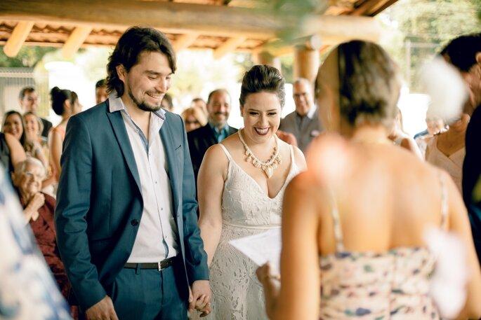 Casal casando no Civil