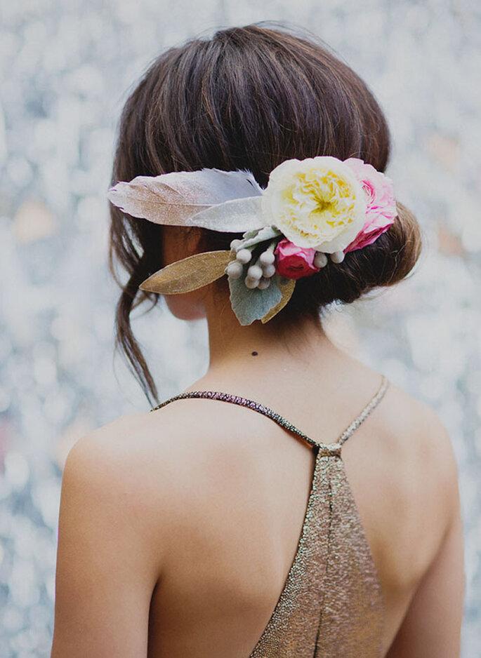 Chignon de mariage avec des fleurs
