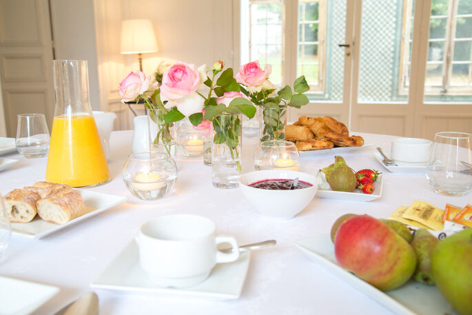 Petit déjeuner servi au Château de Serans !