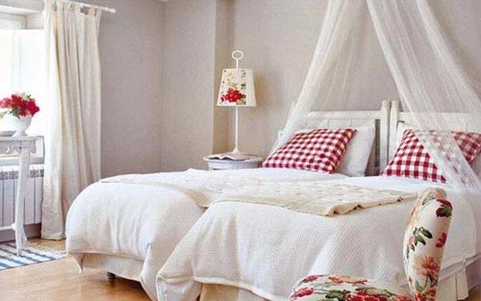 Decorazioni pareti camere da letto come decorare le for Decorare muro stanza