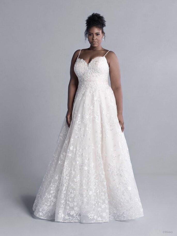 Allure Bridal vestido de novia en corte princesa con tirantes, escote corazón y decorado con delicado encaje floral.