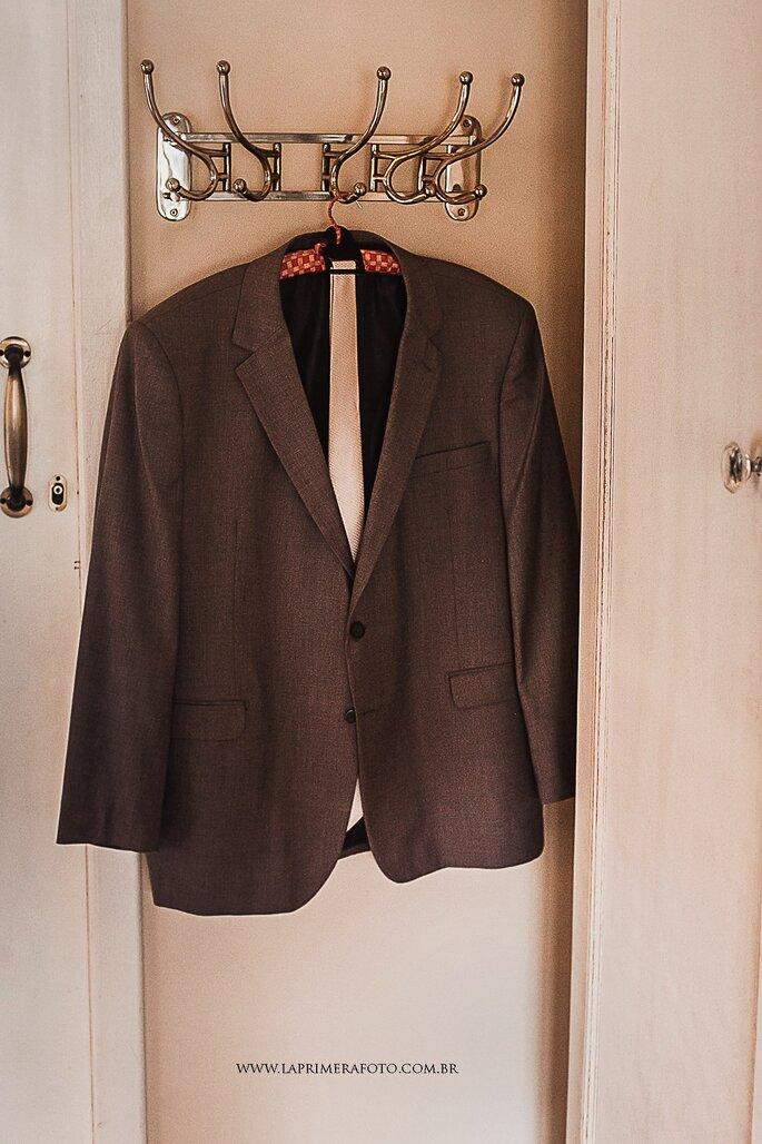 Traje, gravata e sapato do noivo: Terno.com - Foto: La Primeira Foto
