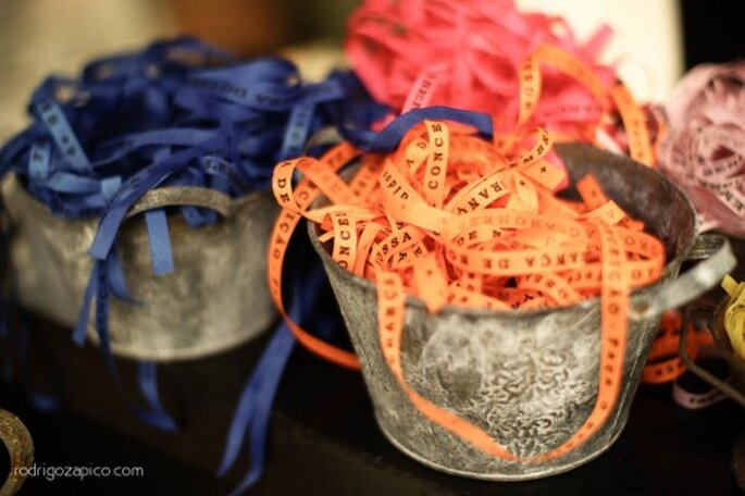 Decoración de mesas de boda con manteles negros. Fotografìa Rodrigo Zapico