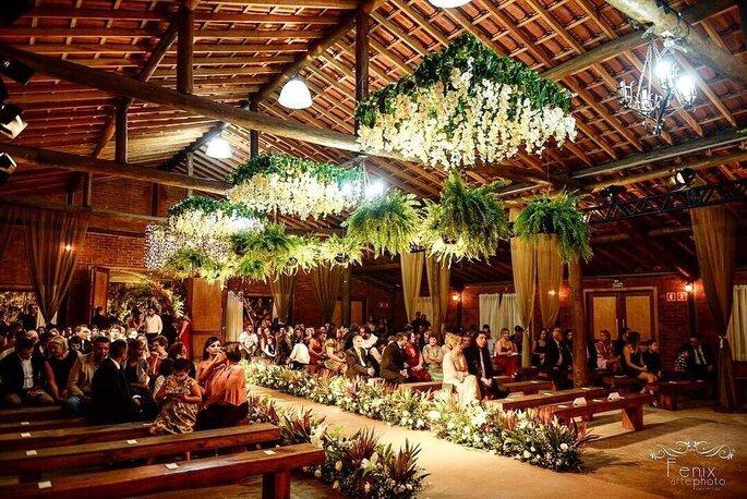 Cerimônia montada no salão da Mansão Fato