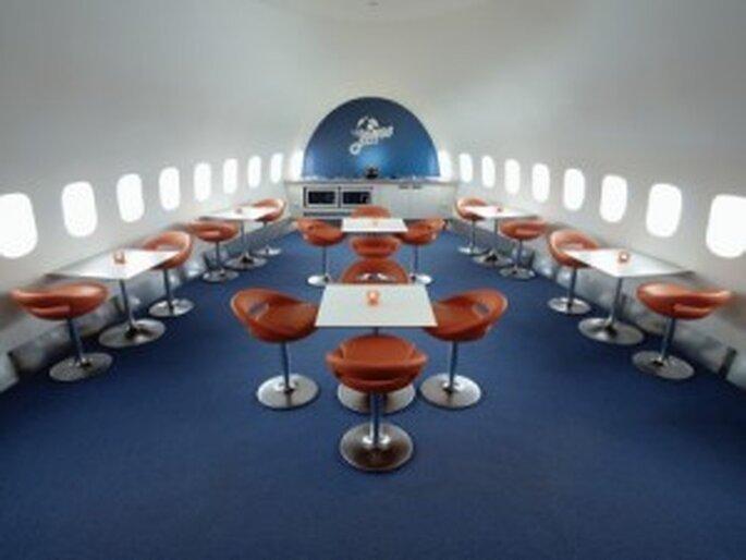 Originelle Flitterwochen in einem Flugzeug