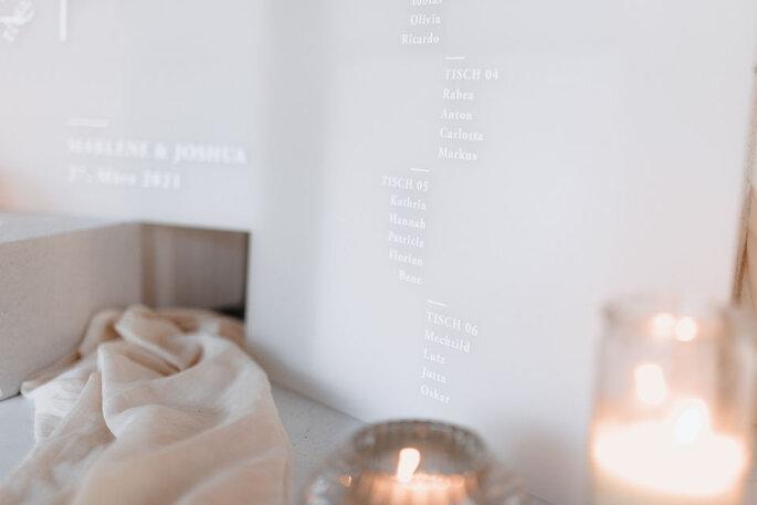 Dekoration Tischplan in Weiß modern