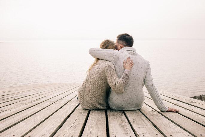 Coupleshoot. Pärchen auf Bootssteg