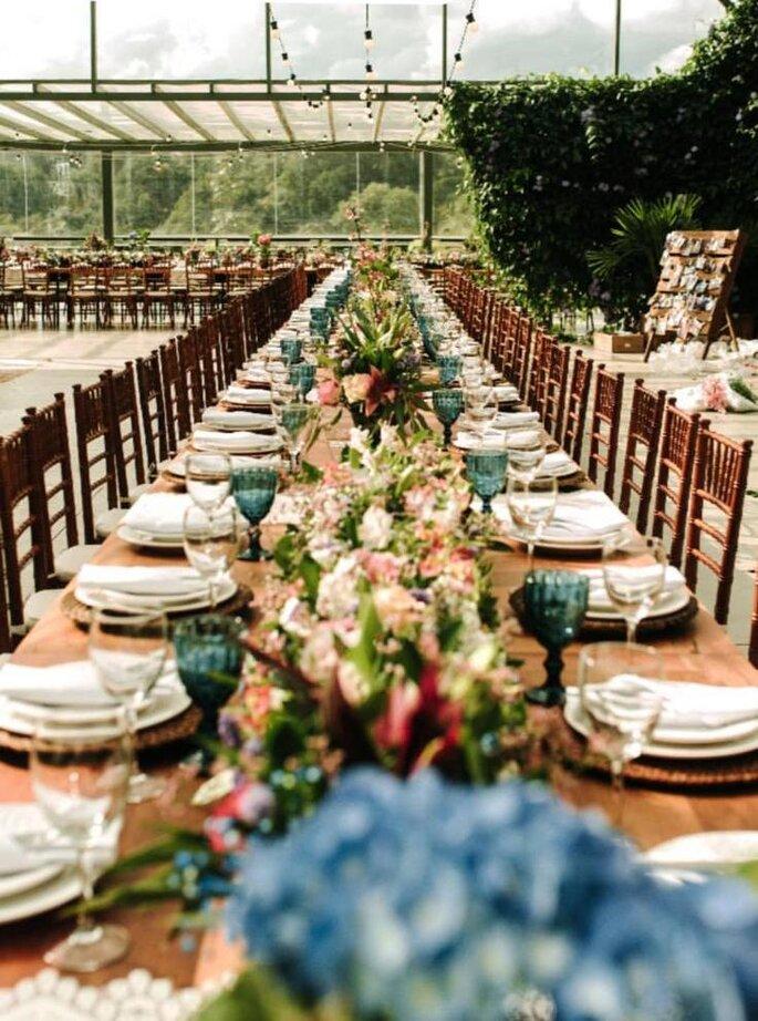 mesa de casamento longa decorada