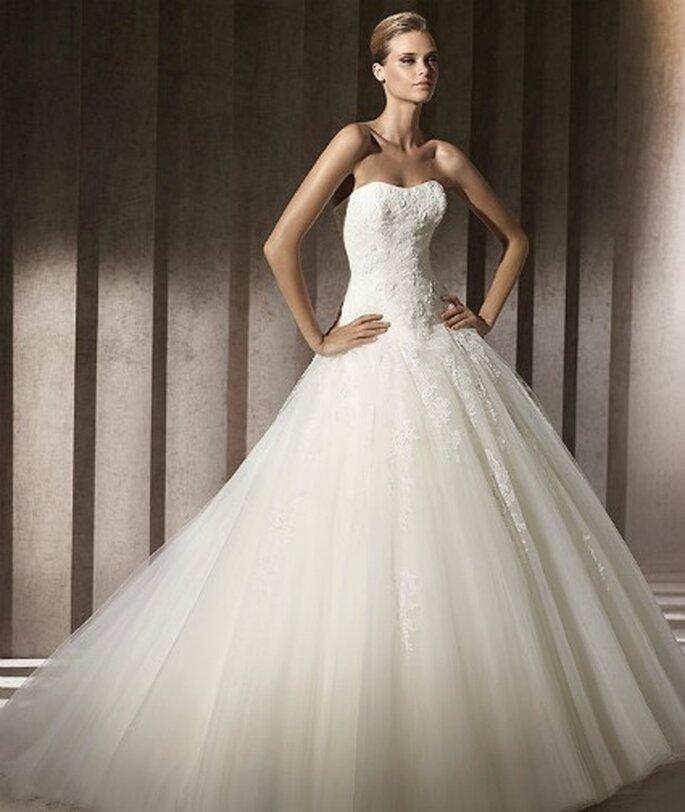Vestido de novia con falda en tul. Pronovias 2012
