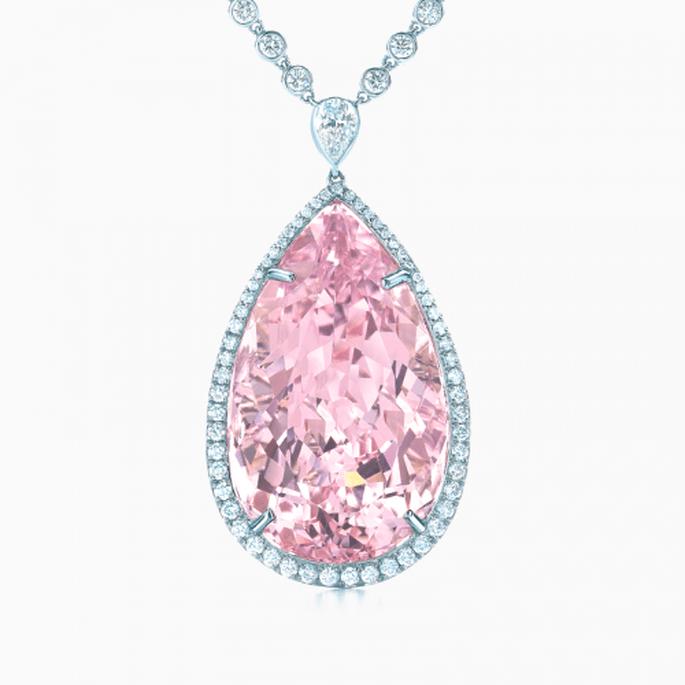 Collar de diamantes con piedra preciosa en forma de lágrima color rosa pastel - Foto Tiffany & Co.