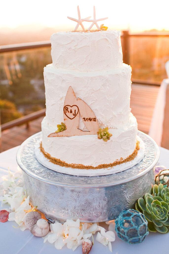 Un excelente pastel de boda con inspiraciín surfera - Foto Etsy