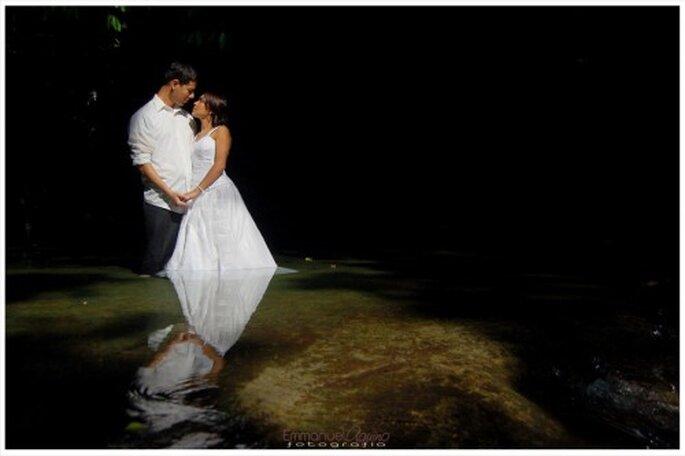 Recien casados en sesion trash the dress en Zozocolco, Veracruz - Foto Emmanuel Aquino