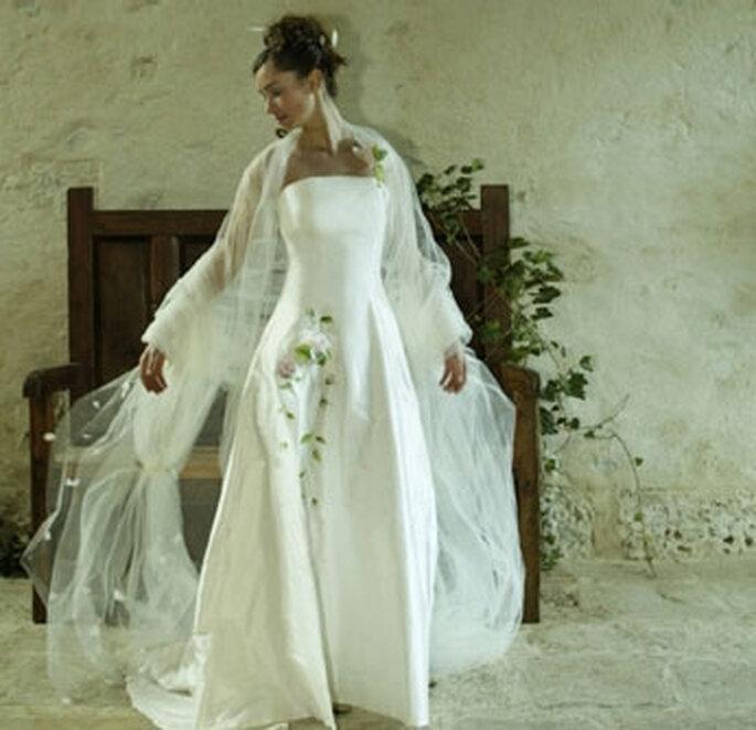 Collection de robes de mariée Valérie Devillers - Alix : soie et organza peinte et rebrodée