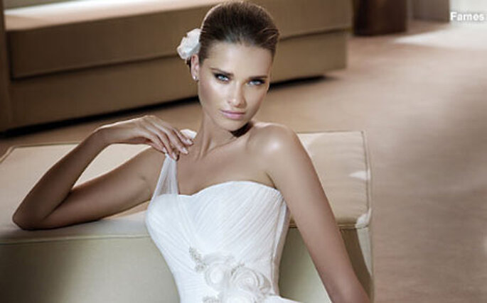 Let's take a look at what the Pronovias 2011 collection of wedding dresses