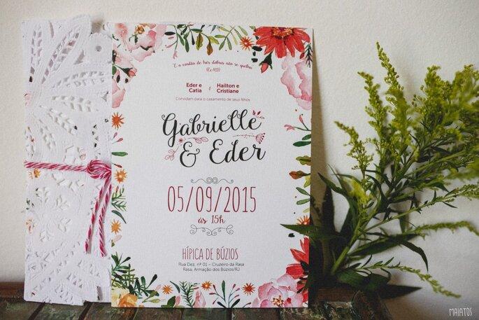 convite floral em vermelho e rosa