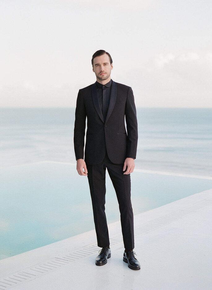 Costume noir élégant et minimaliste