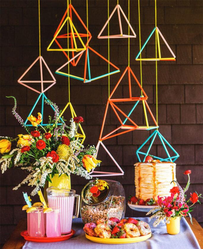 Decoración de boda estilo geométrico colgante y en colores vivos