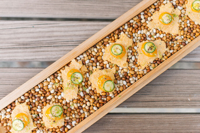 Le Figuier de Saint-Esprit - un plat composé de chips de gruyère et courgettes, cuisiné par Le Figuier de Saint-Esprit