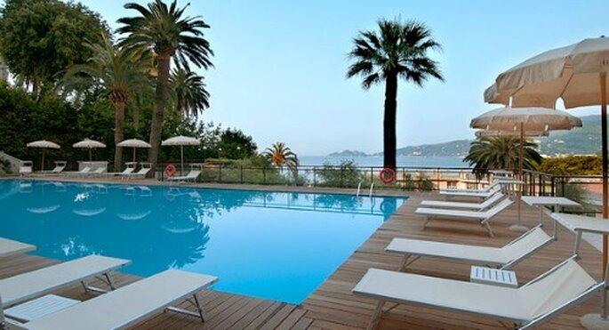 Piscina su terrazza panoramica. Foto: grandhotelbristol.it