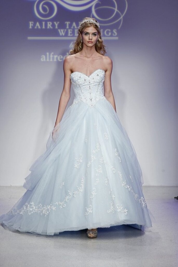Vestido de novia en color azul inspirado en Cenicienta - Foto Alfred Angelo Pinterest