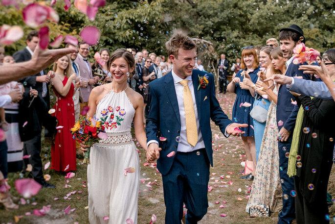 Brautpaar wird bejubelt