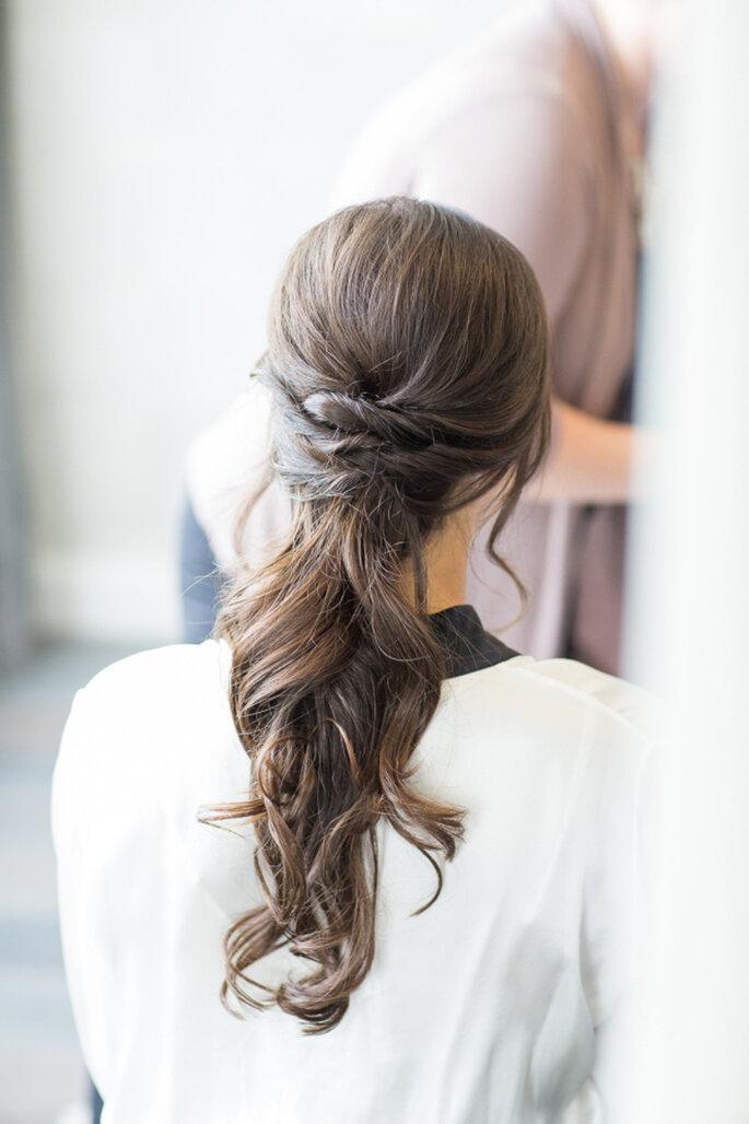 Peinado de novia con coleta. Credits: Kelsey Combe Photography