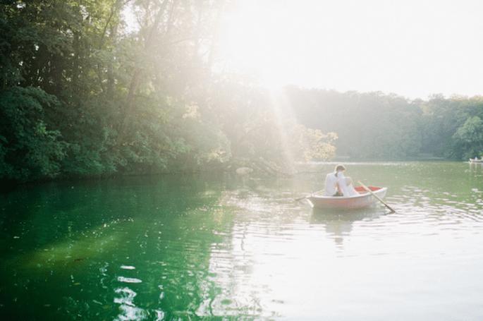 El fotógrafo puede ir en un bote aparte para dar más movimiento y comodidad a los novios. Foto de Nadia Meli