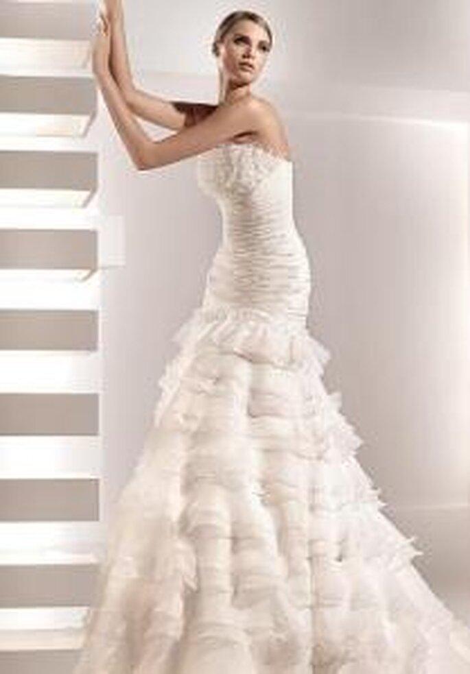 Pronovias 2010 - Galena, vestido largo corte princesa, escote bañera, corpiño drapeado, flada amplia